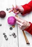 Plan rapproché du tricotage d'outil photos libres de droits