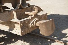 Plan rapproché du vieil accouplement ferroviaire de chariot Photographie stock