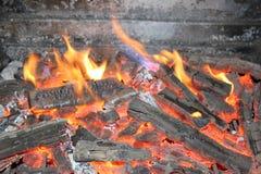 Plan rapproché en bois brûlant Images libres de droits