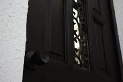 Plan rapproché en bois foncé de Front Door Lock Knob photo stock