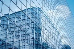 Plan rapproché en verre de mur rideau images stock