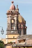 Plan rapproché espagnol de tour d'église au Mexique Photo stock
