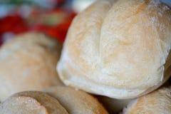 Plan rapproché frais de petits pains Photos stock