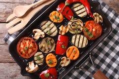 Plan rapproché grillé de légumes dans un gril de casserole vue supérieure horizontale Photographie stock libre de droits