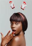 Plan rapproché heureux de portrait de modèle de femme de couleur Images stock