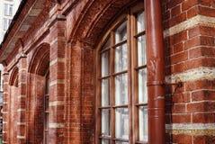 plan rapproché historique de fenêtres de mur de briques de bâtiment texturisé Photo stock