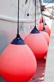 Plan rapproché latéral d'amortisseurs de voilier Photo libre de droits