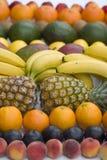 Plan rapproché mélangé de fruit sur le fond blanc Photos stock