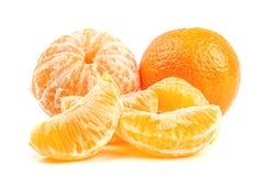 Plan rapproché mûr de mandarines d'isolement sur le blanc Image stock