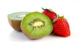 Plan rapproché mûr et juteux de kiwi et de fraise Photos libres de droits