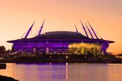 Plan rapproché moderne de ` d'arène de St Petersburg de ` de stade sur le rivage du golfe de Finlande, égalisant Images stock