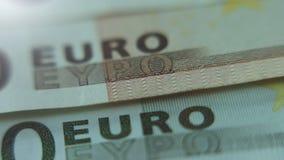Plan rapproché monnaie fiduciaire de 50 et 100 d'euro notes Macro vue banque de vidéos