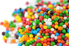 Plan rapproché multicolore de Sugar Sprinkles (décorations comestibles de petit gâteau) photographie stock