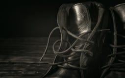 Plan rapproché noir de bottes en cuir photo stock