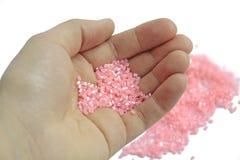 Plan rapproché, perles roses sur le fond d'isolement images stock