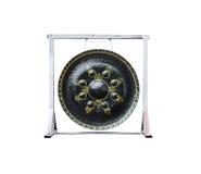 Plan rapproché pour noircir le gong sur le fond blanc, d'isolement Photo libre de droits