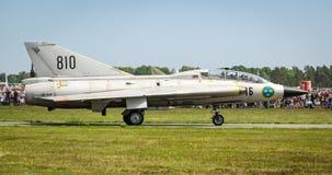 Plan rapproché pour Saab 35 Draken sur une piste Photographie stock libre de droits