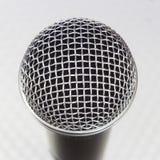 Plan rapproché principal de microphone Photos stock