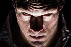 Plan rapproché psychopathe bizarre obscur d'homme image stock