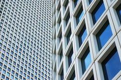 Plan rapproché sur deux gratte-ciel Photo stock