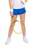 Plan rapproché sur la raquette à disposition du joueur de tennis Photo stock