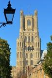 Plan rapproché sur la tour d'horloge de la cathédrale d'Ely dans Cambridgeshire photos stock