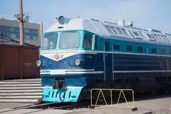 Plan rapproché TG-102 sur le chemin de fer, St Petersburg locomotif de passager de cabine Images libres de droits