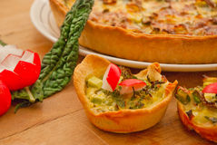 Plan rapproché végétal de tarte de quiche Photos stock