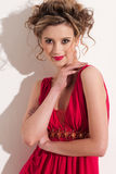 Plan rapproché de belle fille avec le maekeup rouge de mode Photographie stock libre de droits