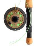 Plan rapproché de canne à pêche de mouche sur le blanc Image stock