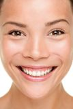 Plan rapproché de femme de soin de peau de beauté Image stock