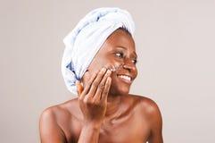 Plan rapproch? de fille africaine, souriant images libres de droits