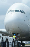 Plan rapproché de grand avion à fuselage large Image stock