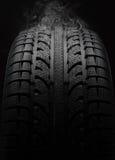Plan rapproché de pneu de voiture Photographie stock libre de droits