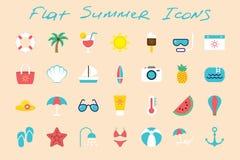 Plan sommarsymbolsuppsättning på färgbakgrund Arkivfoton