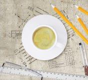Plan technique du bâtiment, crayons, règle, Images stock