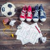 Plan till att spela fotboll i skola Arkivbild
