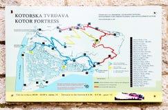 Plan van Kotor-vesting op steenmuur van de bouw, Montenegro Royalty-vrije Stock Foto