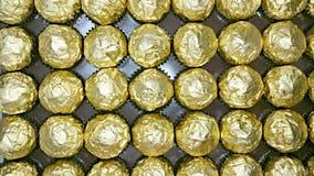 Plan von goldenen Folienverpackungen Stockfotos