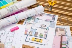 Plan von Wohnungsräumen und von Planrollen Lizenzfreie Stockbilder