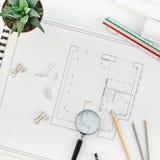 Plan y materiales de oficina planos arquitectónicos del proyecto de la endecha de los modelos de arriba planos creativos de la op imagen de archivo libre de regalías