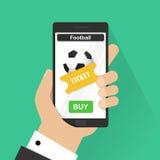 Plana begrepp för designvektorillustration av online-fotbollbiljetten Telefon för hållande mobil för hand smart med online-köpet  Arkivbild