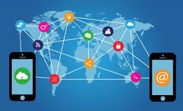Plana massmediasymboler med mobiltelefoner och världskartan Royaltyfria Bilder