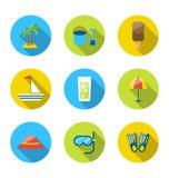 Plana moderna uppsättningsymboler av resanden, planläggningssommarsemester Arkivfoton