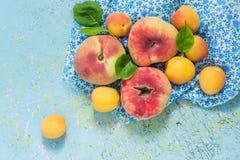 Plana persikor och aprikors Fotografering för Bildbyråer