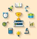 Plana symboler av avläggandet av examen och objekt för högstadium och högskola Royaltyfri Fotografi