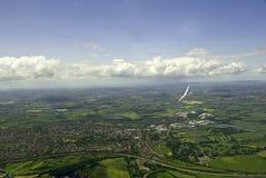 Planador que sobe sobre o campo inglês. Imagem de Stock Royalty Free