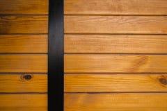 Plance di legno con i nodi in un modello parallelo orizzontale Immagine Stock