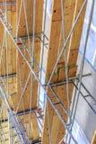 Plance di legno sull'armatura della casa con metallo Immagine Stock Libera da Diritti