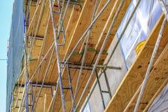 Plance di legno sull'armatura nella costruzione Fotografie Stock